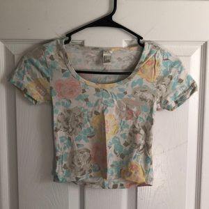 Junior's Floral Cropped Tee in size Small